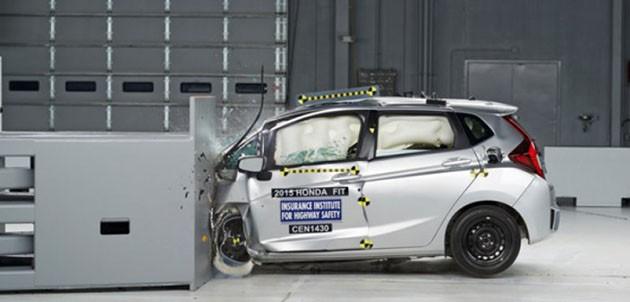 全新Honda Jazz偏位小区撞击测试首次过关
