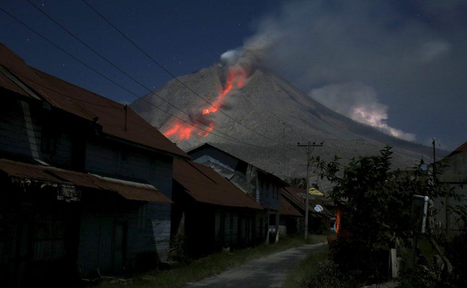 01_Mount-Sinabung-volcano