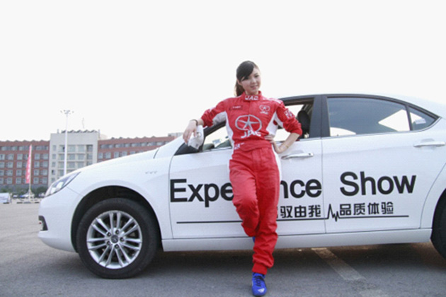 中国最强女车手节目中展示二轮驾驶!
