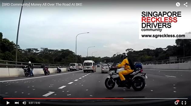 新加坡公路奇观,马币满天飞!