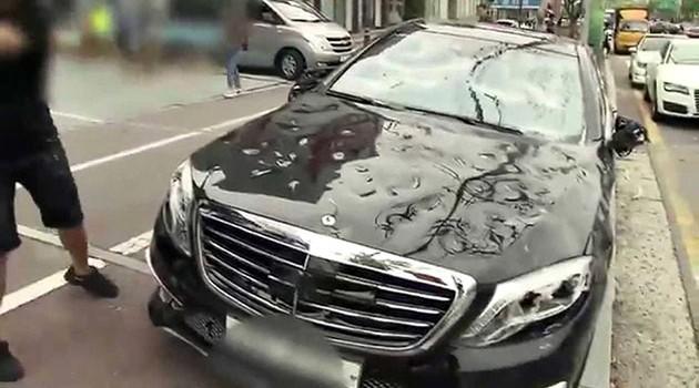 韩国男子怒砸Mercedes S63 AMG泄愤!