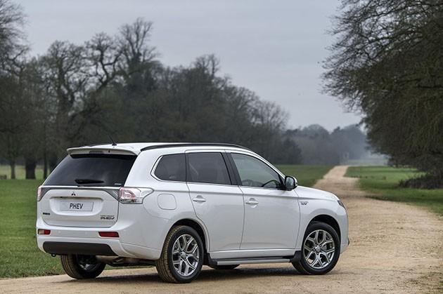 靠着PHEV走上复兴之路?Mitsubishi Outlander PHEV成为英国最畅销PHEV车款!
