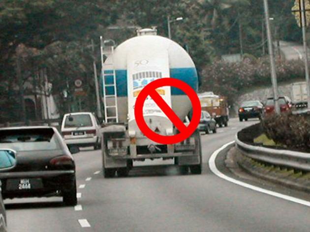 只会在马来西亚出现的公路奇景!