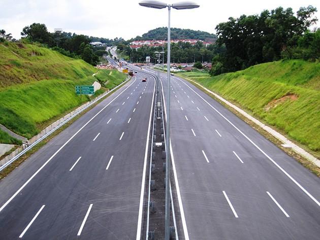"Highway上小车横行!你有被小车""Tiong""过吗?"