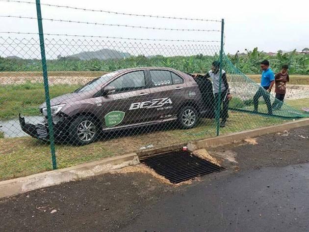 仅仅一个星期!全国首起Perodua Bezza意外已经出现!