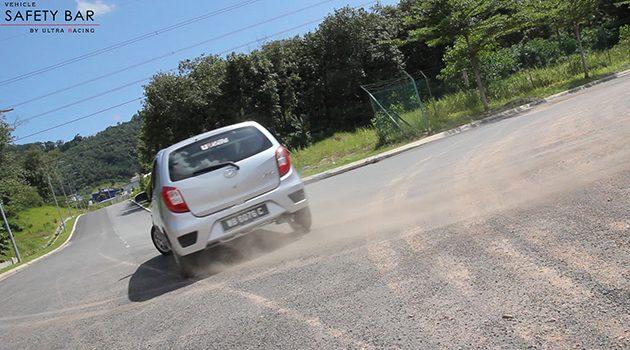 为什么高速公路上的小车总喜欢挑战 Sport Car ?