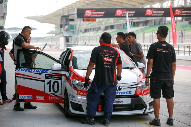 明星战队登场! Toyota颁发证书给予 Vios 挑战赛车手!