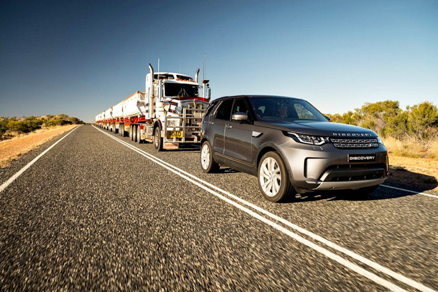 land-rover-discovery-td6-towing-002