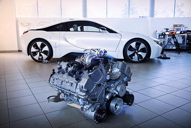 BMW i8 抛弃电动马达,4.4L 双涡轮引擎上身!