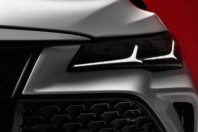 Toyota Avalon 2019 小露帅气头灯,北美车展见!