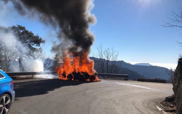 Alpine A110 意外自燃, Top Gear 主持人差点葬身火海!