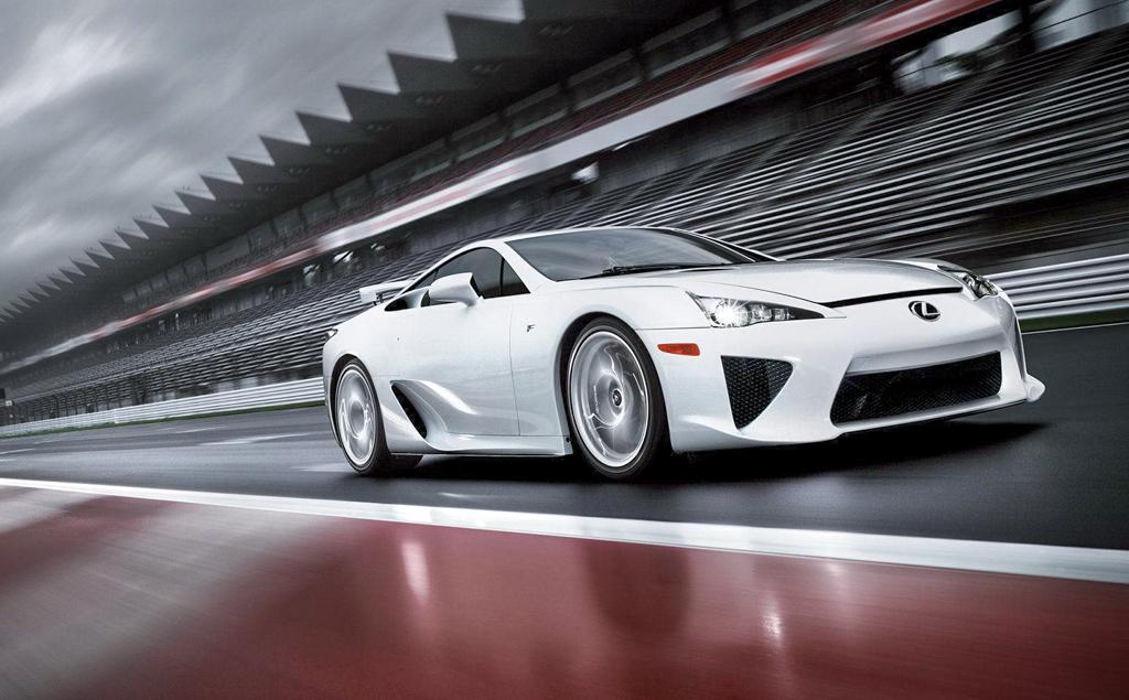 限量超跑新加坡开苞! Lexus LFA 失控撞灯柱!