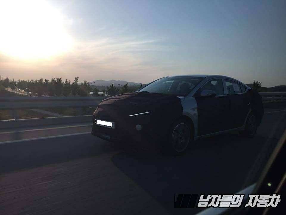 2019 Hyundai Elantra 现身!全新设计很帅气!