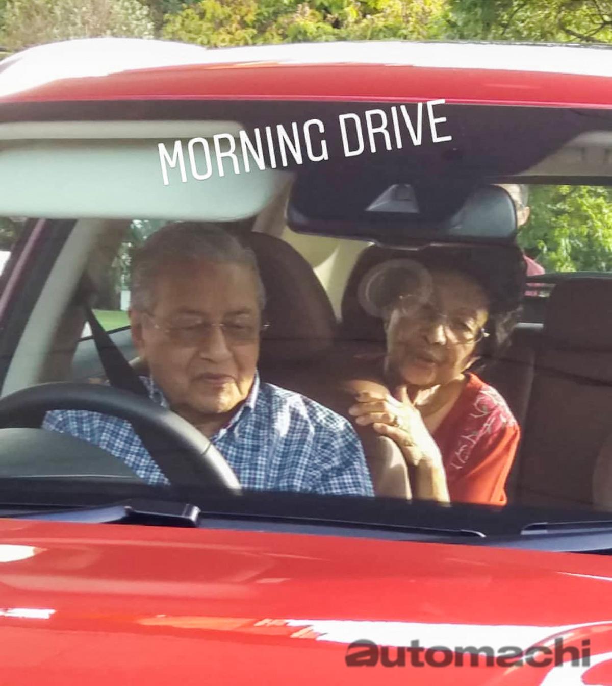 右驾版 Proton SUV 现身首相住处?敦马携妻试驾!