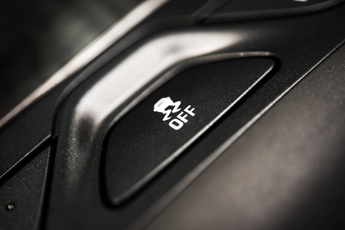 交通部:7月起所有新车强制性安装 ESC 系统!
