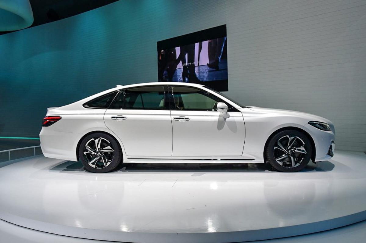 量产版现身!新一代 Toyota Crown 6月26日发表!