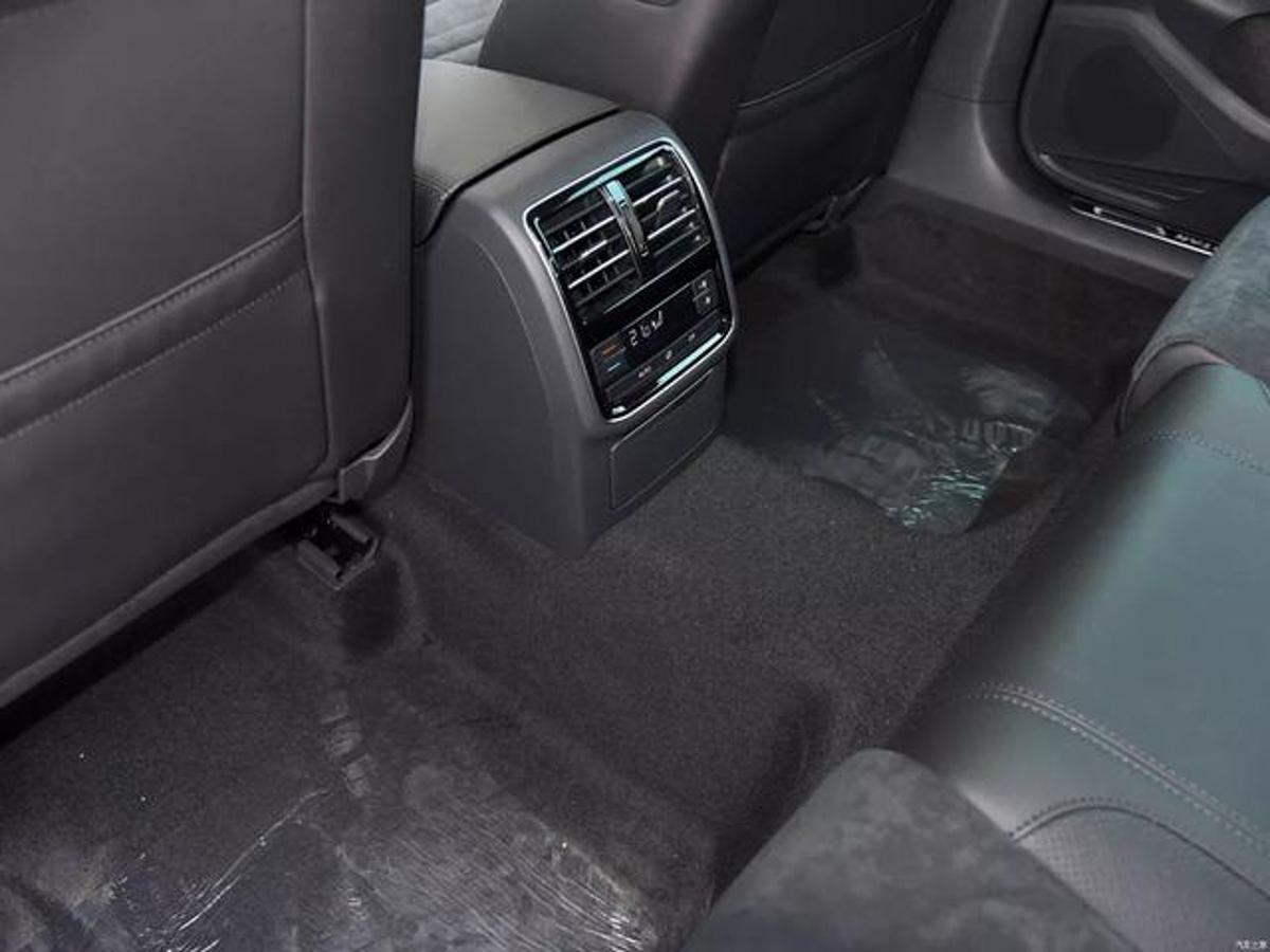 为什么欧系车后座脚下有 Hump ,日系车却没有?