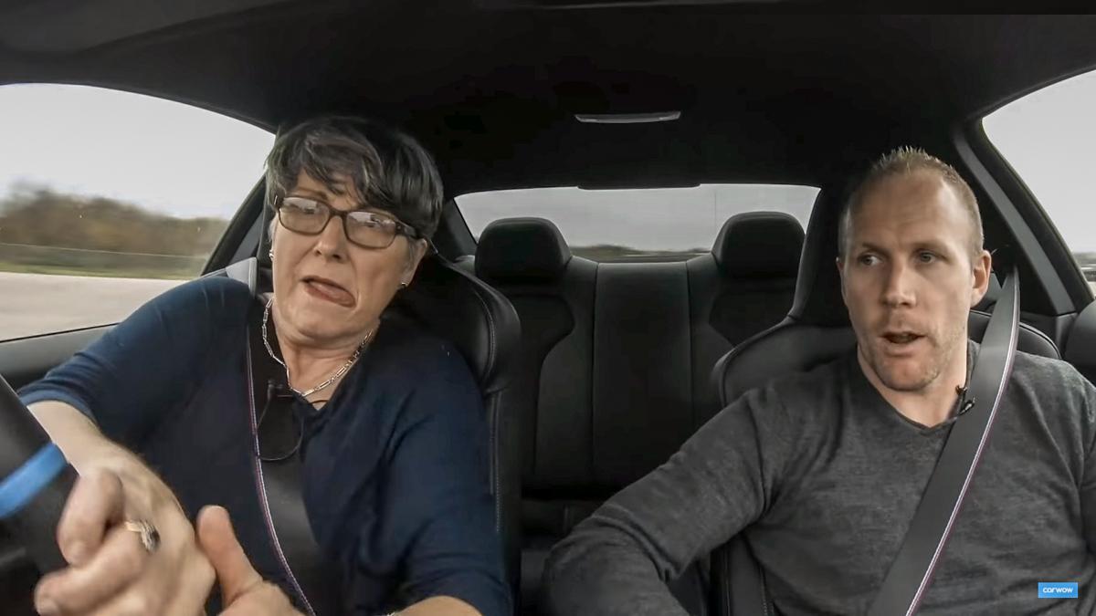 最酷阿嫲!70岁妈妈开着 BMW M4 尝试漂移!