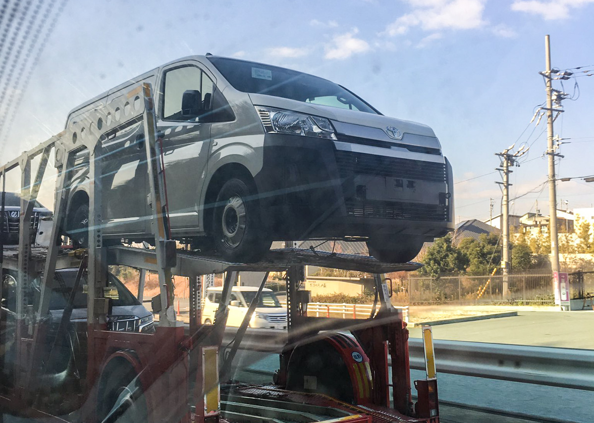 Toyota Hiace 大改款实车曝光,前置引擎排列!