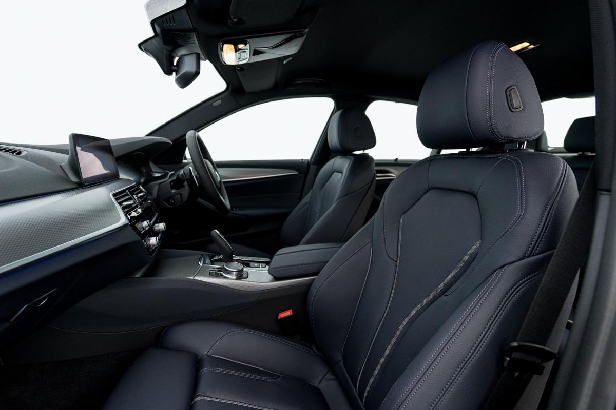 bmw-530e-m-sport-520i-luxury-016