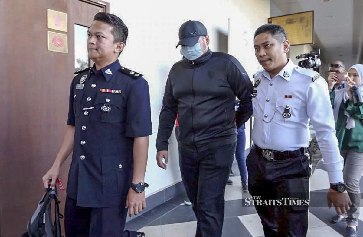 大专生撞 Traffic Police ,判入狱3个月吊销执照3年!