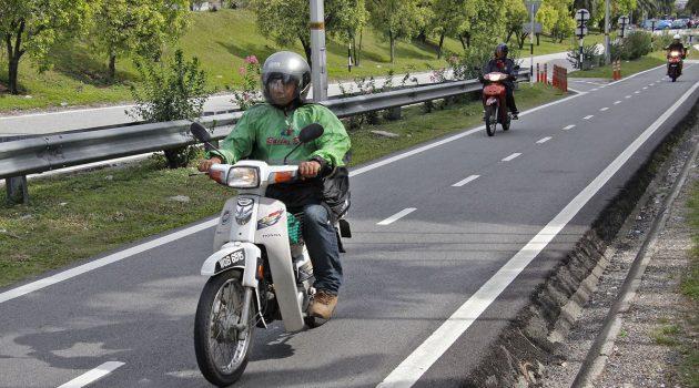 Motor driver 不使用专用道将被罚款RM 300!