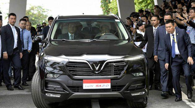 首相敦马哈迪试驾越南国产豪华 SUV VinFast LUX SA 2.0