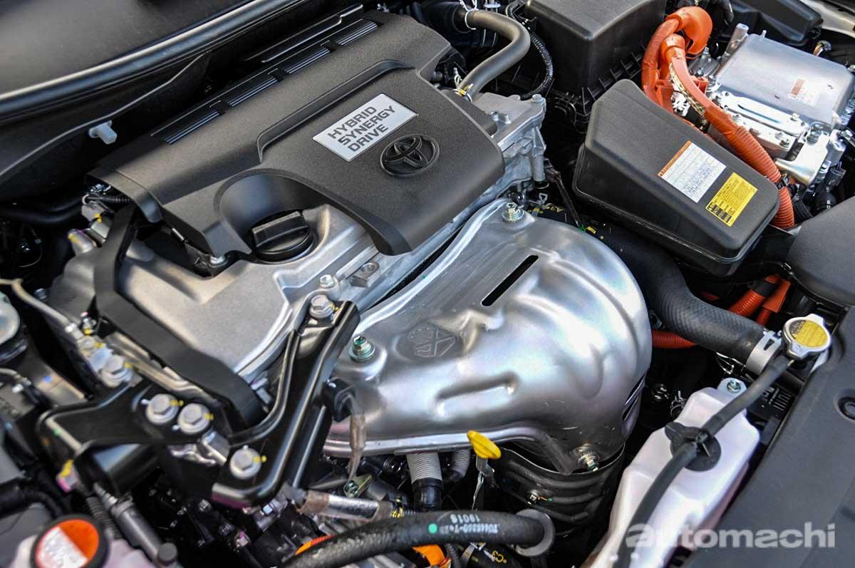 影片: Toyota Camry Hybrid 一缸油 City Drive 可以行驶700公里?