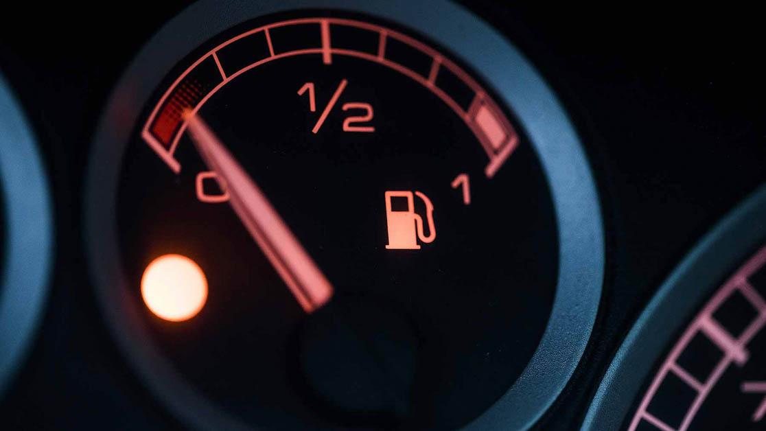 汽车小知识:Fuel Light 燃油警示灯亮了怎么办?还可以走多远?
