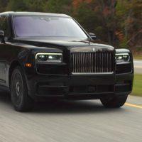 Rolls Royce Cullinan Black Badge 刚提车就撞车,百万 SUV 就这样变事故车了!