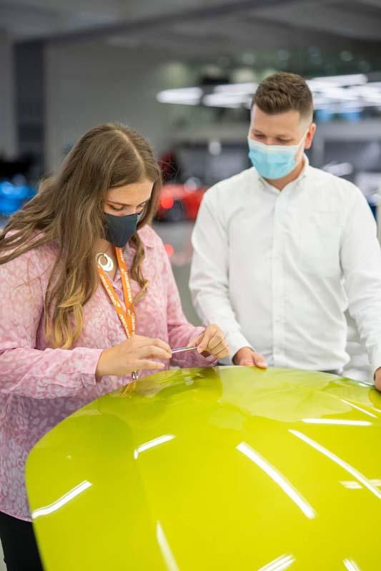 你17岁的时候在做什么?她已经成为了 McLaren 的 CEO !